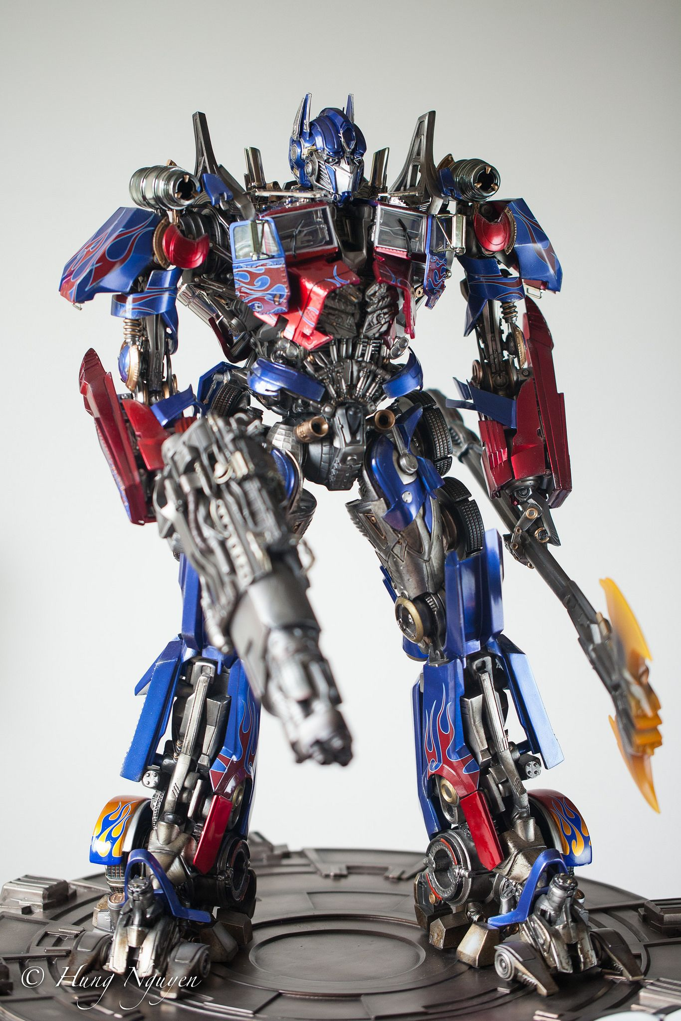transformers: dark of the moon - optimus prime statue/maquette