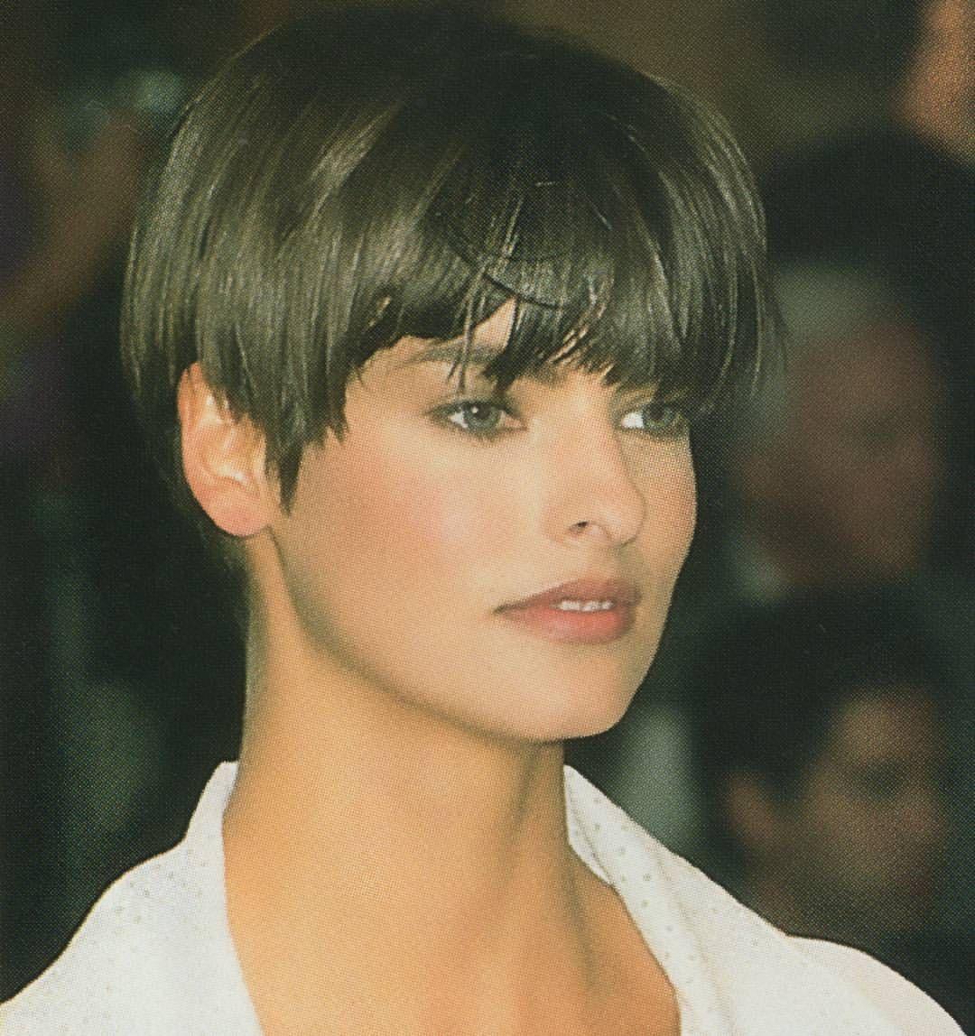Linda Evangelista Runway Show 1989 90 Short Hair Styles Hairstyle Long Hair Styles