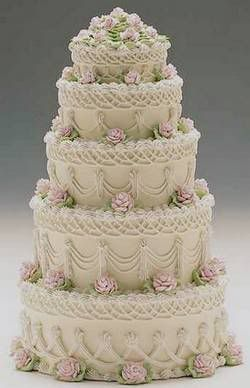 Lovely Old Fashioned Cake Takes Me Back To Times When Life Was More Secure And Everyone Understood That Rules Cake Dream Wedding Cake Beautiful Wedding Cakes