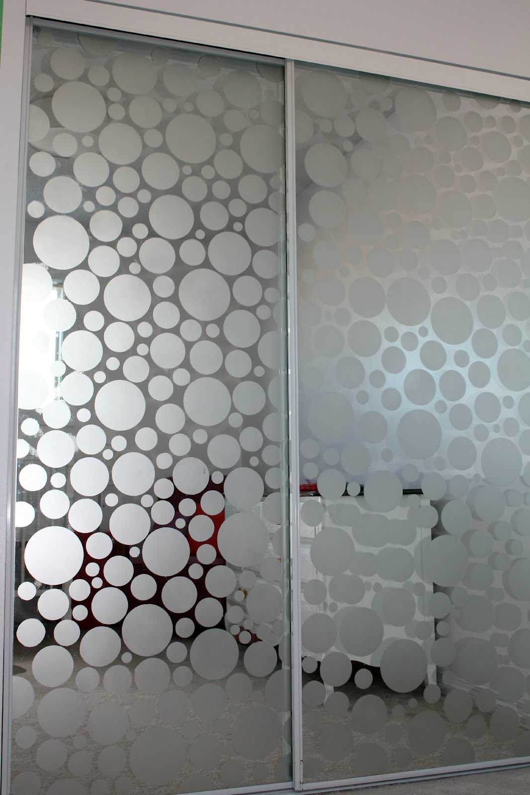 Diy Frosted Glass Door Frost The Glass On Mirrored Closet Doors Projects And Creations