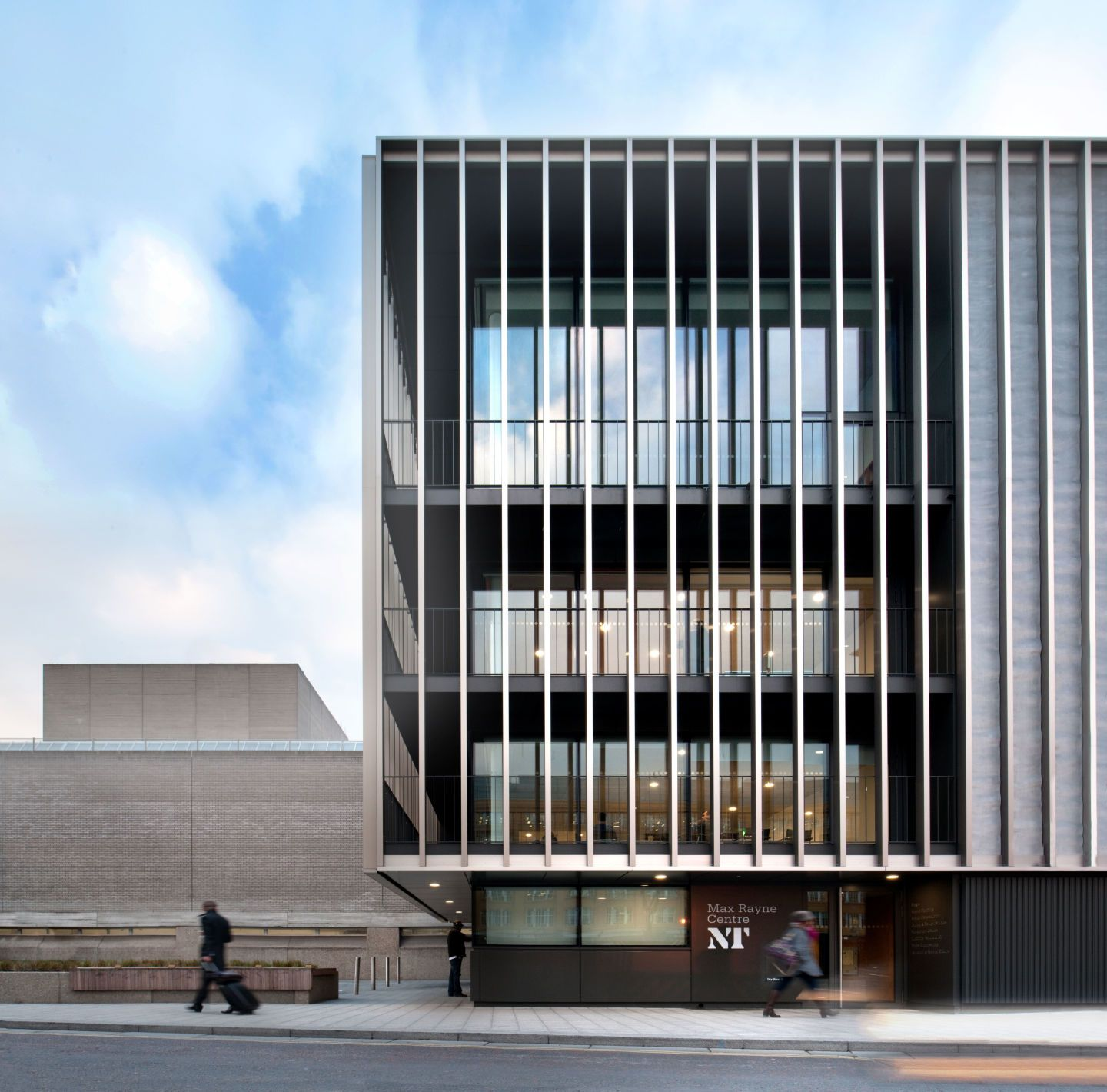Haworth tompkins architects philip vile national for Edificios escolares arquitectura