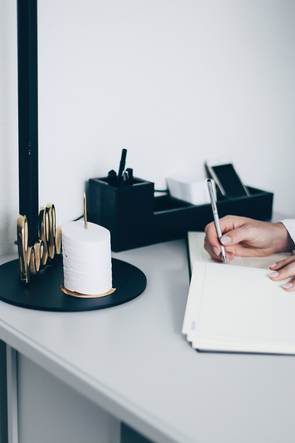 9 Stationary Must Haves Um Den Schreibtisch Zu Verschönern In 2019