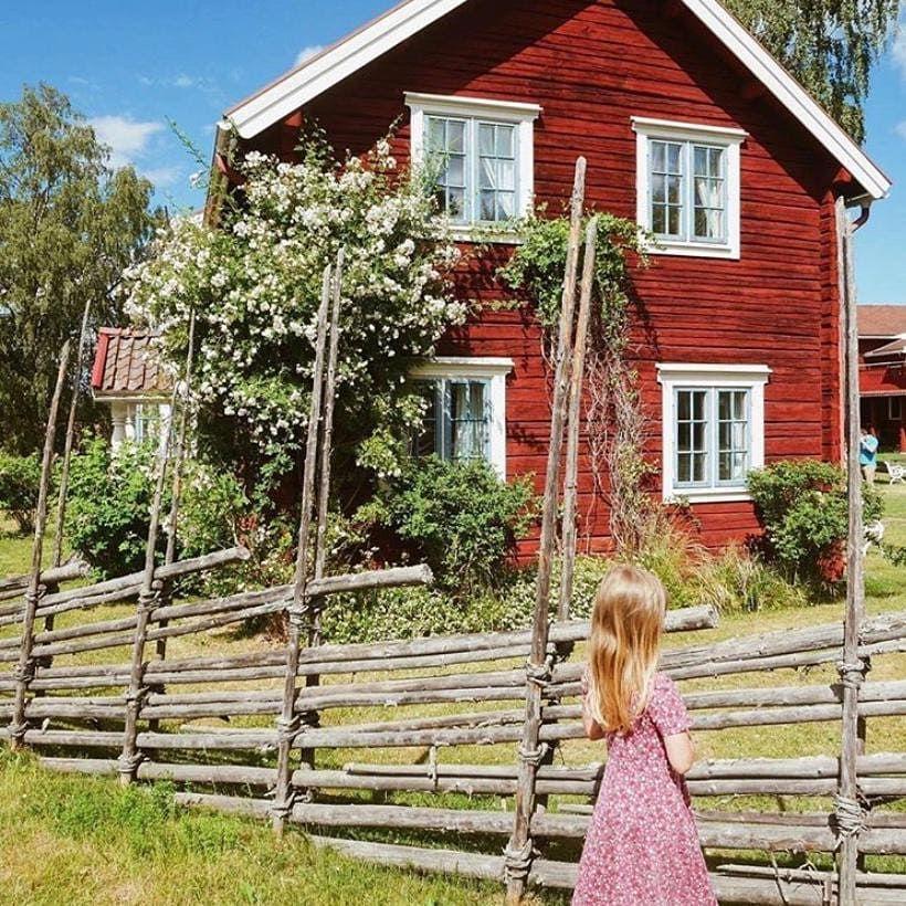 "The country homes of Sweden on Instagram: ""Beautiful homes of Dalarna 💓 Credit @visitdalarnasweden #dalarna #lantligt #lantligahem #landligehjem #countryhomes #countryhome…"""
