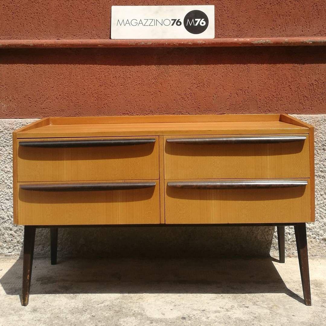 Mobile a cassetti anni 60 struttura in teak con maniglie for Negozi arredamento vintage milano