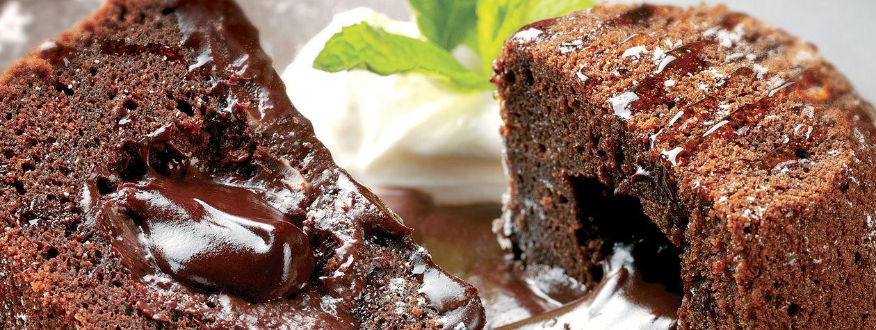 Un postre exquisito ideal para cualquier ocasión, la bomba de chocolate y miel con yoghurt estilo griego es la combinación perfecta para compartir con la gente que más quieres.