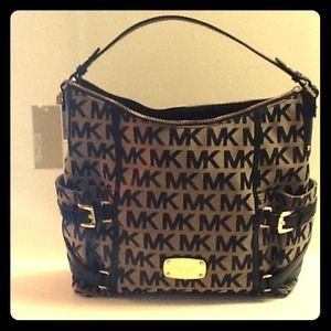 SOLD MICHAEL Michael Kors Gansevoort Signature Khaki/Black Shoulder Bag