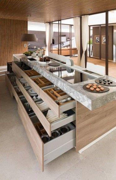 Grands tiroirs dans l\u0027îlot central pour une cuisine moderne