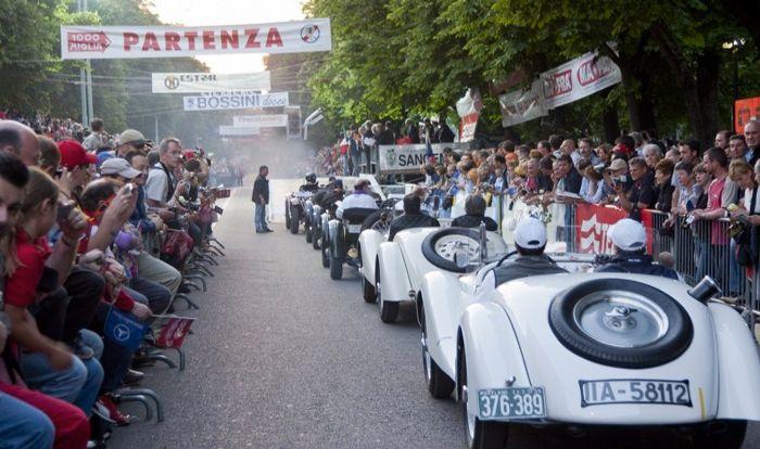 Oggi, 16 maggio 2014 la celebre manifestazione passa per Riccione, un'occasione per ammirare da vicino auto d'epoca bellissime e bolidi moderni da sogno