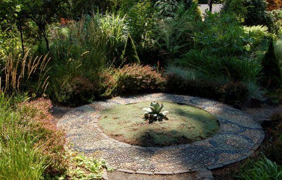 A Visit To A Garden Designer S Garden Garden Design Beautiful Gardens Garden Paths