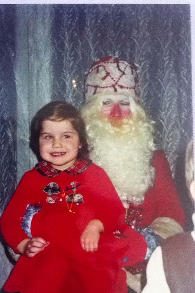 Um This Santa Has One Evil Side Eye Creepy Christmas Santa Photos Christmas Fun