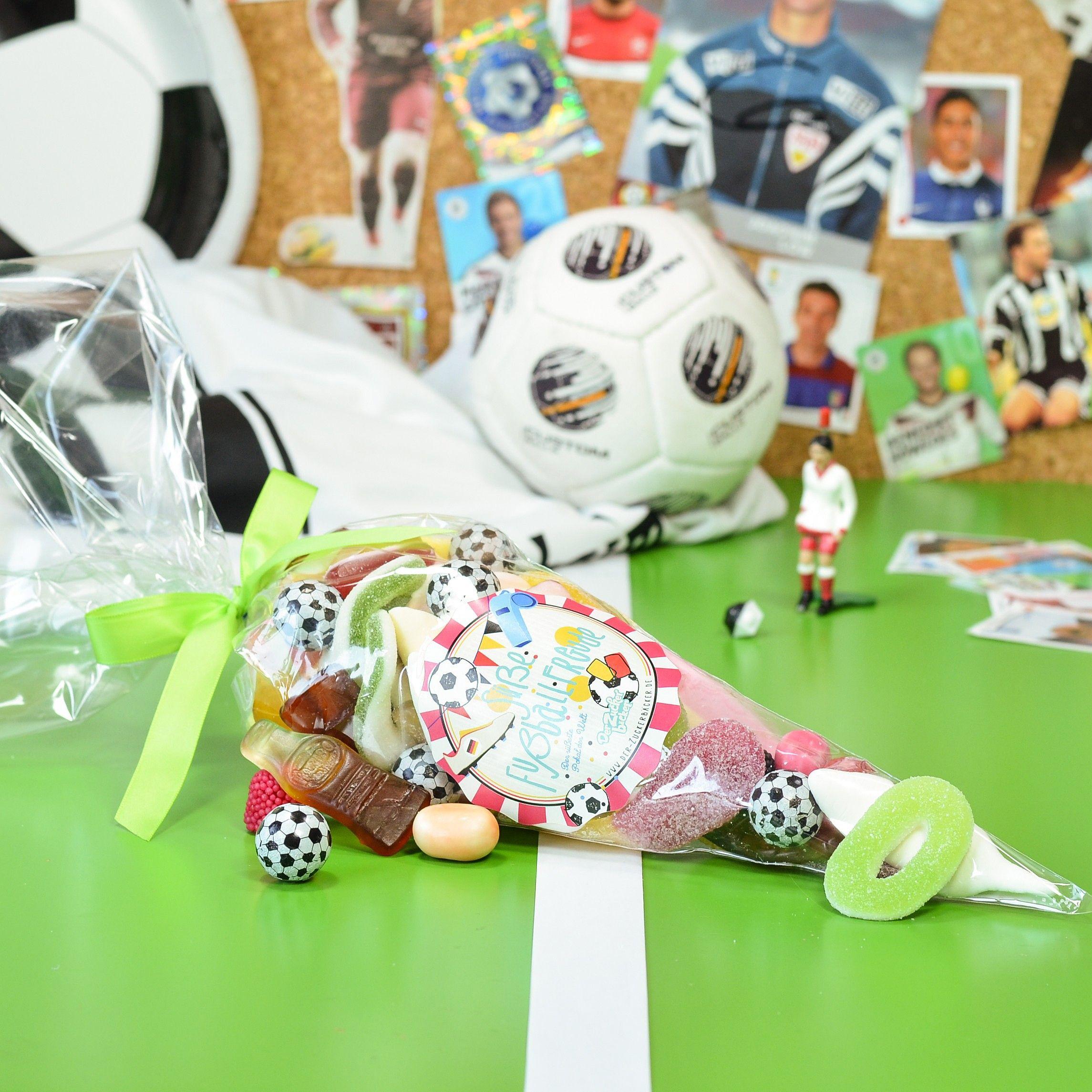 Süßes vor, noch ein Tor! Unsere Süße Fußballtüte.  #derzuckerbaecker #fußball #snack #süßigkeiten #spitztüte #männer #geschenk #fußballparty #DerZauberderKindheit #mehrFreudewenigerErnst #fürmehrFreude #soccer #football #EM #WM #sweets #candy #gummycandy #lecker #naschen #nervennahrung #süß #sauer