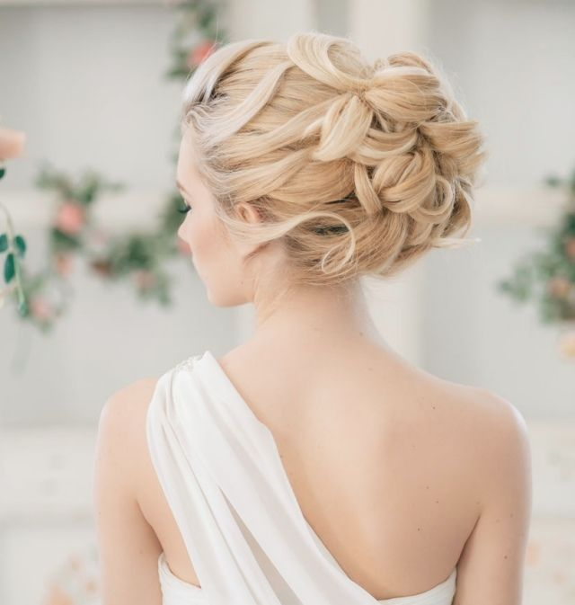 coiffure mariage cheveux long attach s chignon ondul. Black Bedroom Furniture Sets. Home Design Ideas