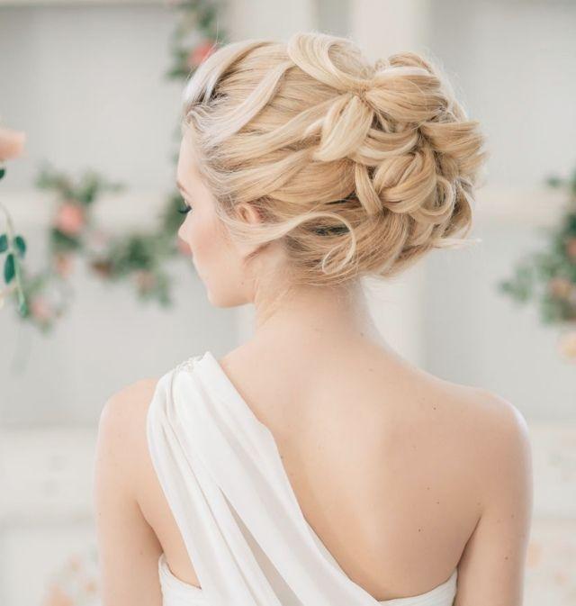 Coiffure cheveux long attache mariage