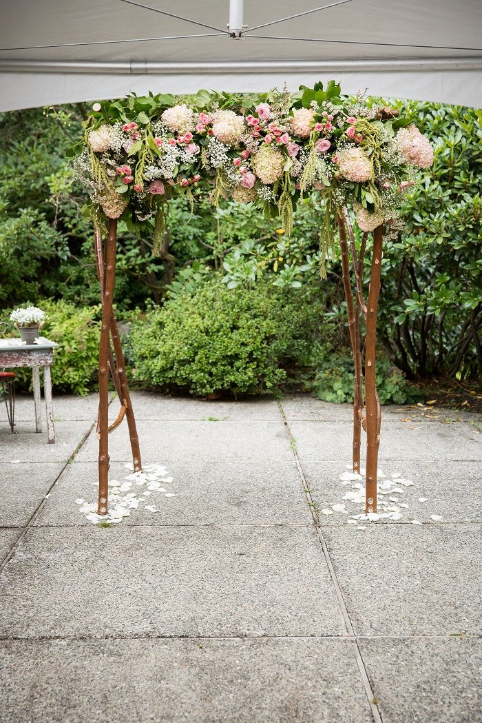 Simple and pretty wedding ceremony decoration | fabmood.com