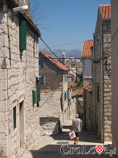 W oddali Pałac Dioklecjana | #Chorwacja #Croatia #Hrvatska #Split - http://crolove.pl/split-magiczne-miasto-cesarza-dioklecjana/