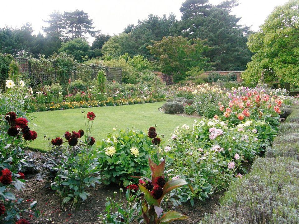 Garden Design Style | English Country Garden Decorating Style Photograph |  English