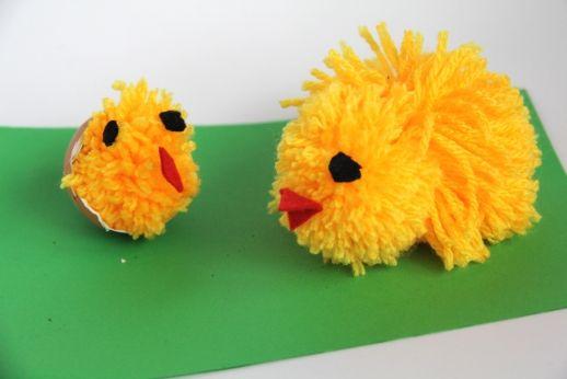 Versier je huis met deze lieve kleine pompom kuikentjes! #knutselen