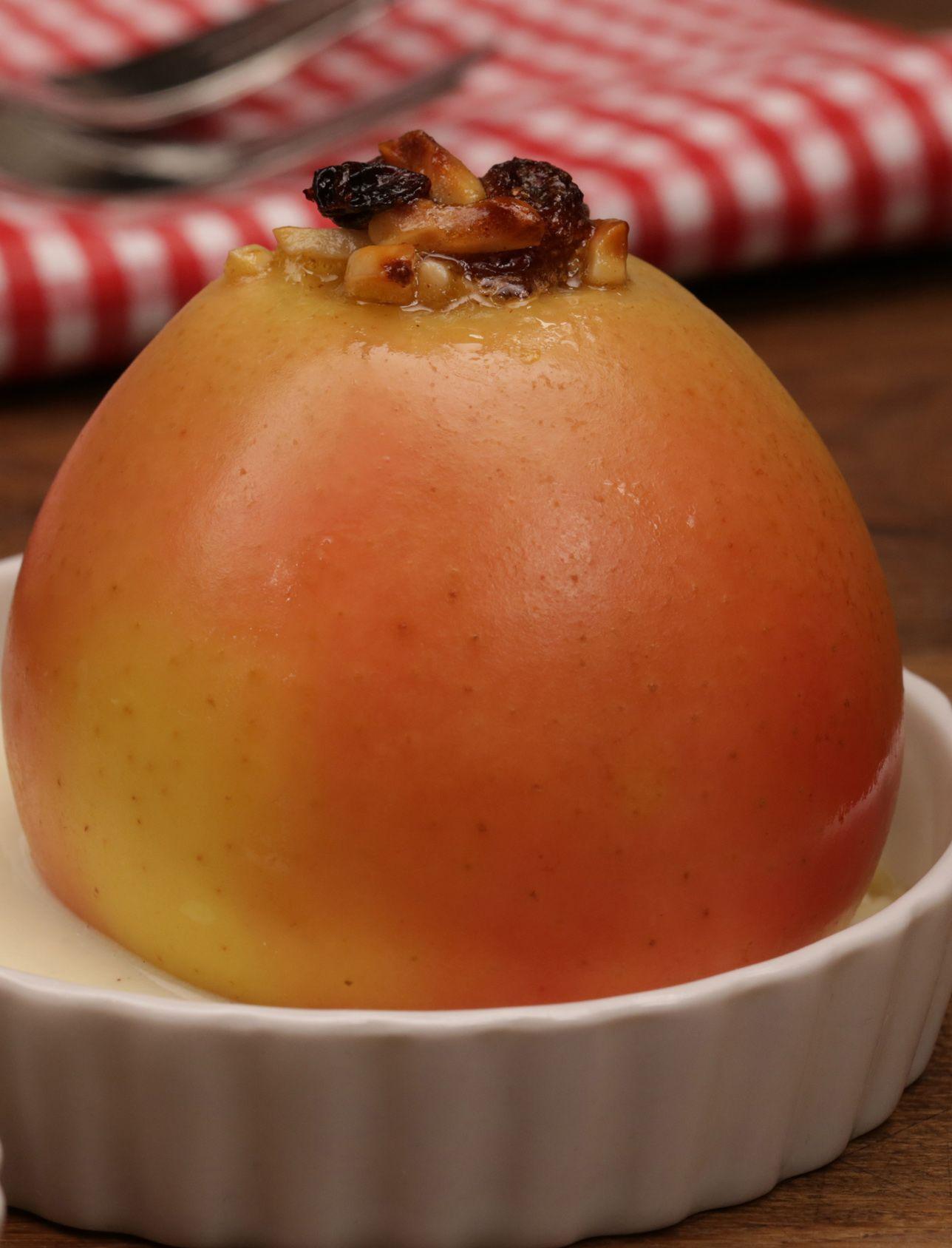 Bratäpfel gefüllt mit Mandeln und Rosinen