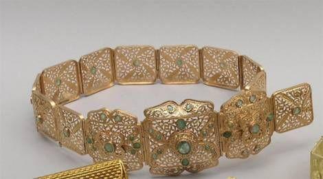 CEINTURE de mariage articulée en or jaune gravé et ajouré, partiellement  sertie… 609a3aa0857