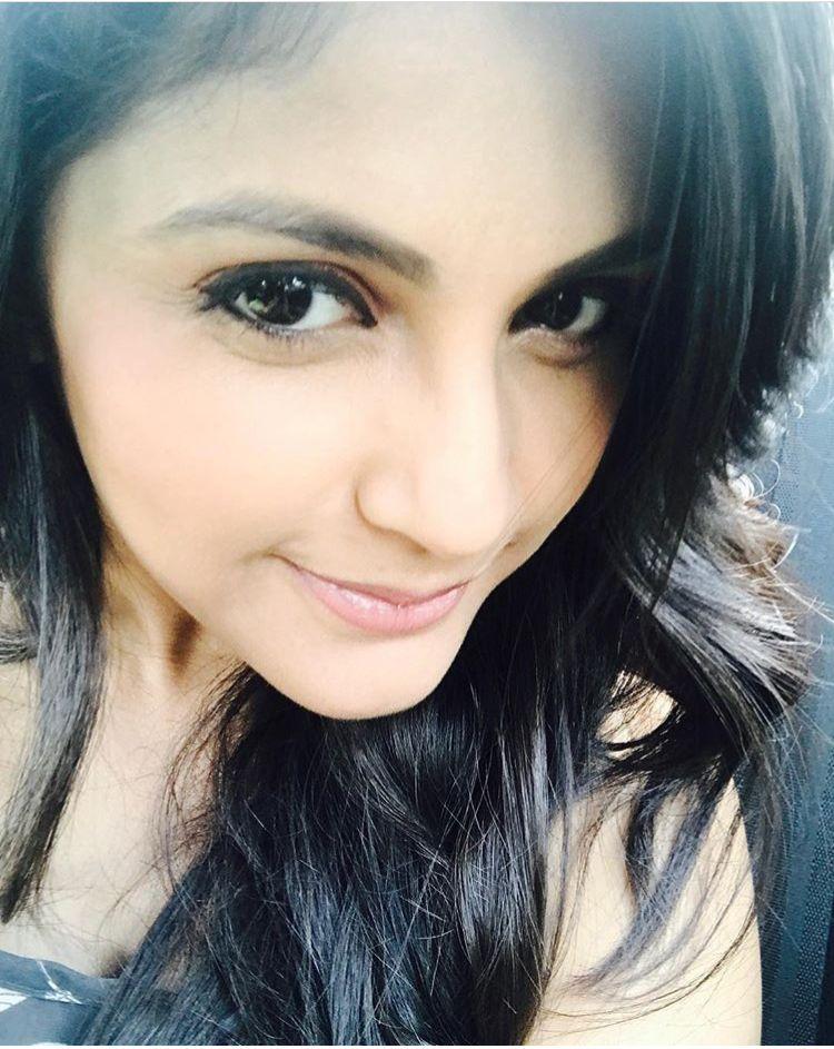 Megha Chakraborty Stylish pic, Beautiful profile