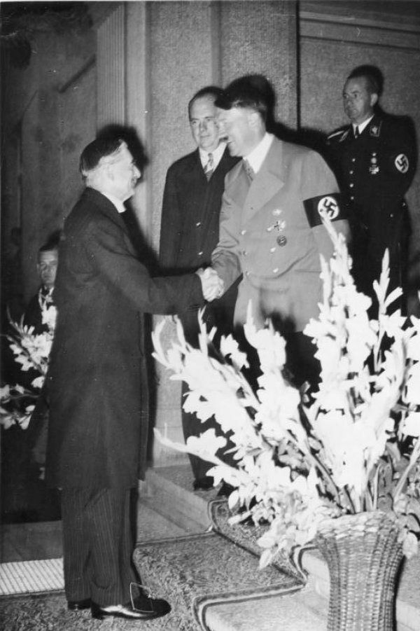 Image Photo Of Neville Chamberlain And Adolf Hitler At The Munich