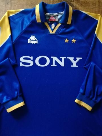 ea2d0c673 Relive Juventus' 1995/1996 season with this original Kappa away long sleeve  football shirt.