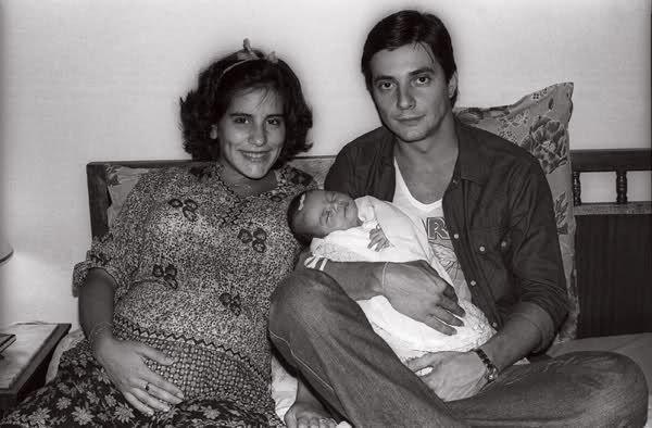 Gloria Pires (19 anos), Cleo recém-nascida e Fábio Júnior