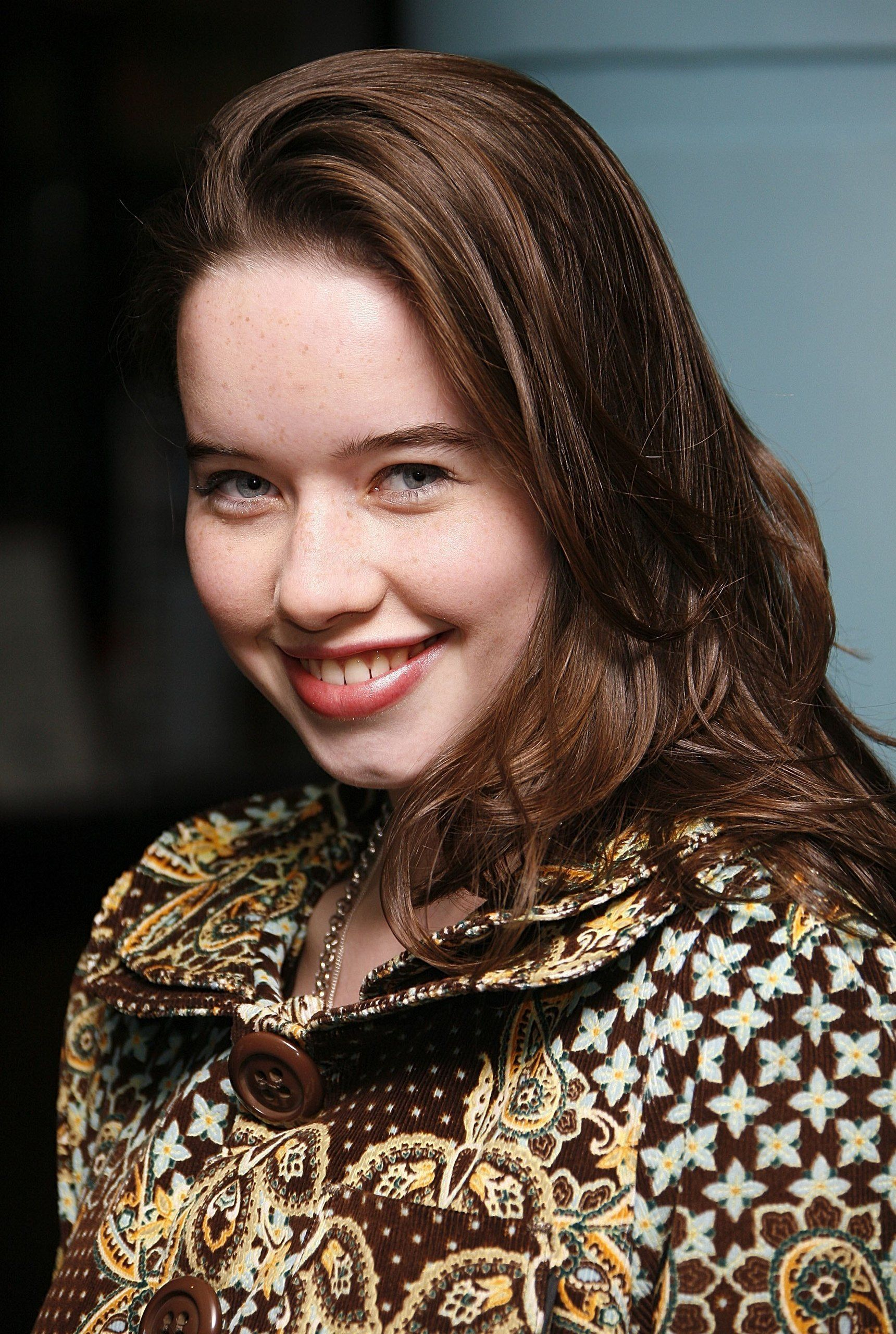 picture Anna Popplewell (born 1988)