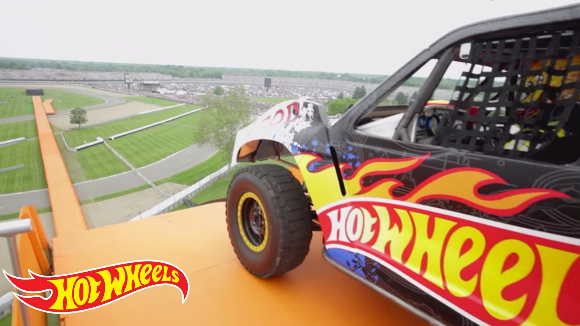 The Yellow Driver of Team Hot Wheels breaks the world