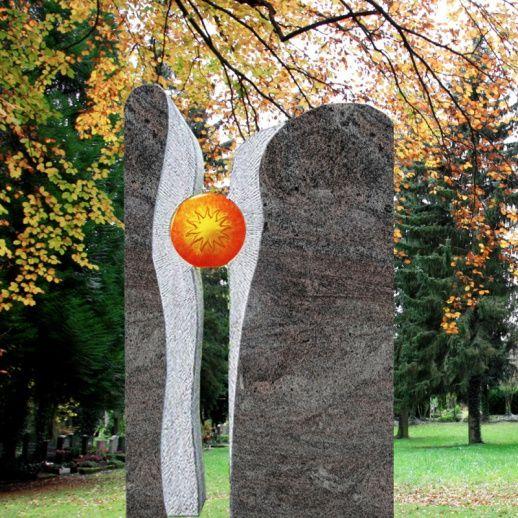 Zweiteiliger Granit Grabstein mit Sonne Signum • Qualität & Service direkt vom Bildhauer • Jetzt Grabstein online kaufen bei ▷ Serafinum.de
