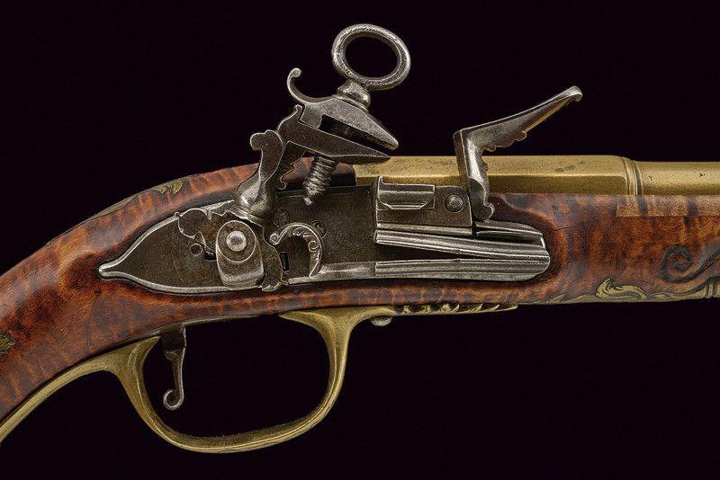"Pistola centre-Italiana de finals segle XVIII. Detall del pany miquelet ""a la…"
