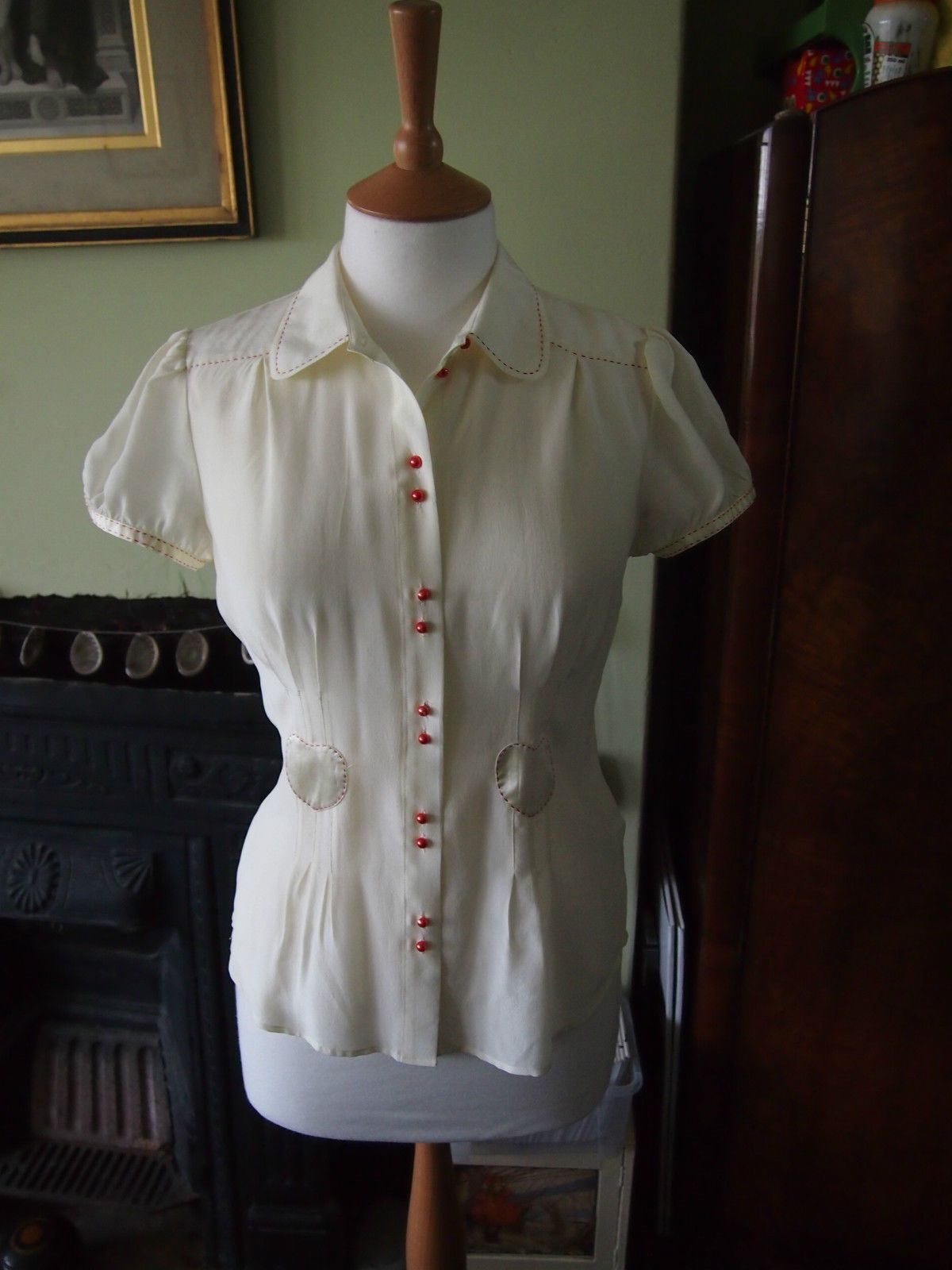 Beautiful Silk 30s 40s Land Girl Vintage WW2 Style Cream Blouse Heart Detail 12 | eBay
