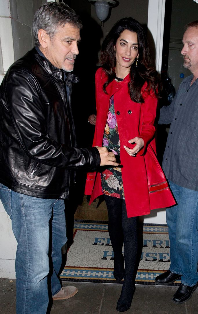 George and Amal Clooney were spotted grabbing dinner in London with Matt Damon and his wife Luciana Barroso.