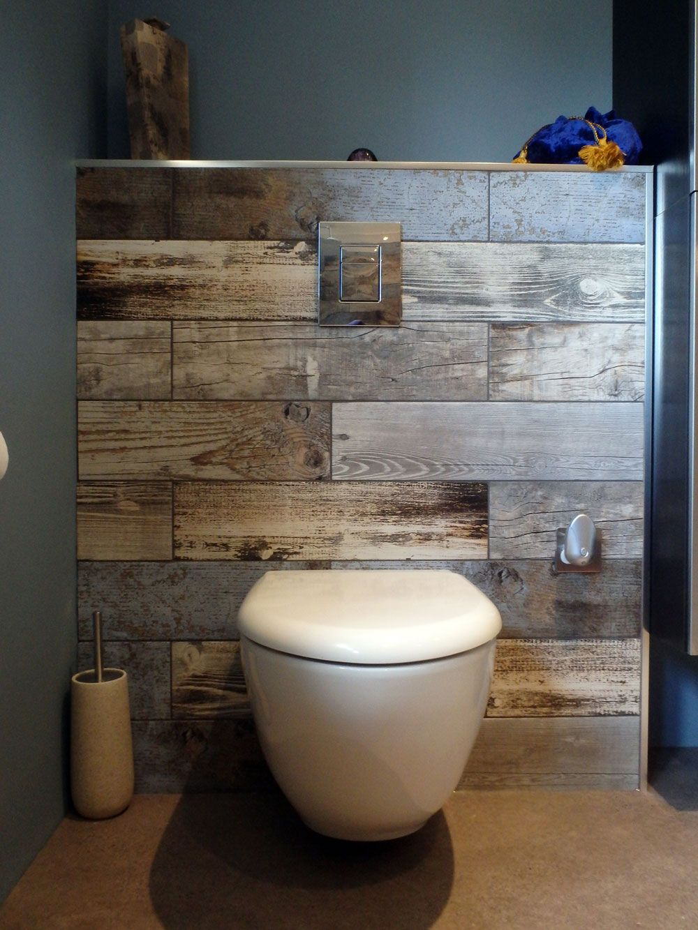 customer style focus rachel 39 s reclaimed wood bathroom toilette baies et chalet. Black Bedroom Furniture Sets. Home Design Ideas