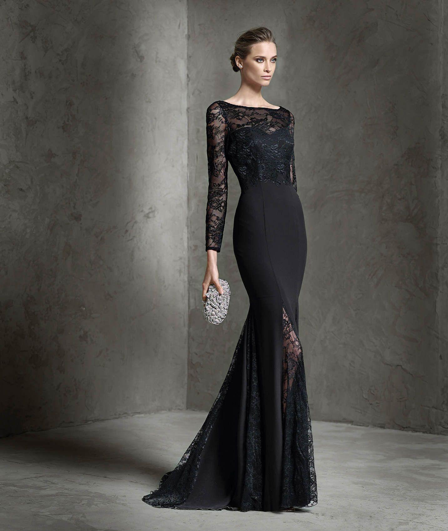 b9a2af8447 Vestido largo negro de gasa y estilo sirena. Cuerpo de encaje con canesú de  escote