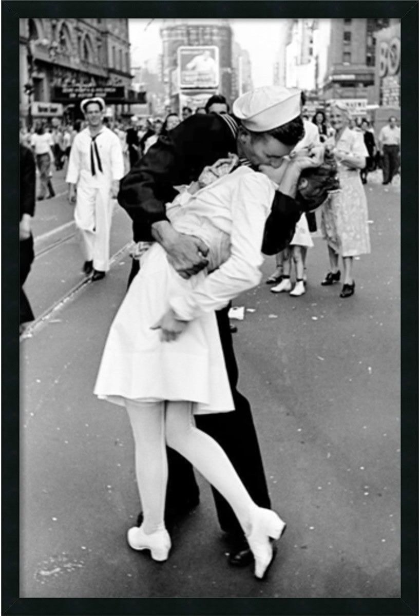 0 02880937x25 kissing on vj time square framed art gel coated