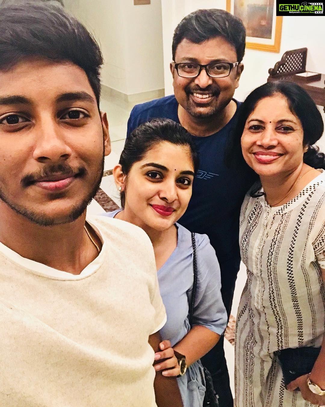 nivetha-thomas-with-family