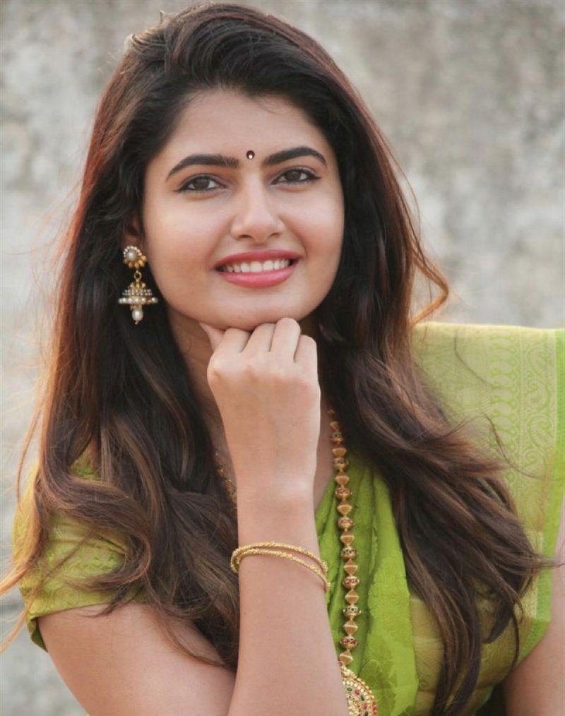 Beautiful Indian Model Ashima Narwal Photos In Green Saree -3676