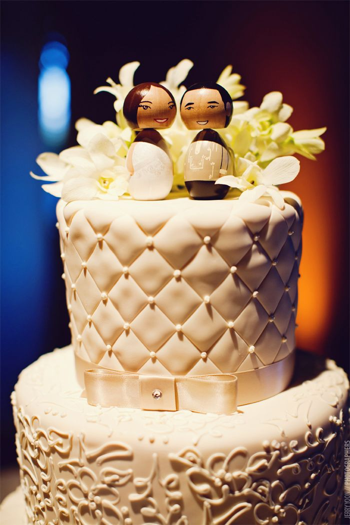 Stunning cake decoration, fun juxtaposition with the bobble head ...