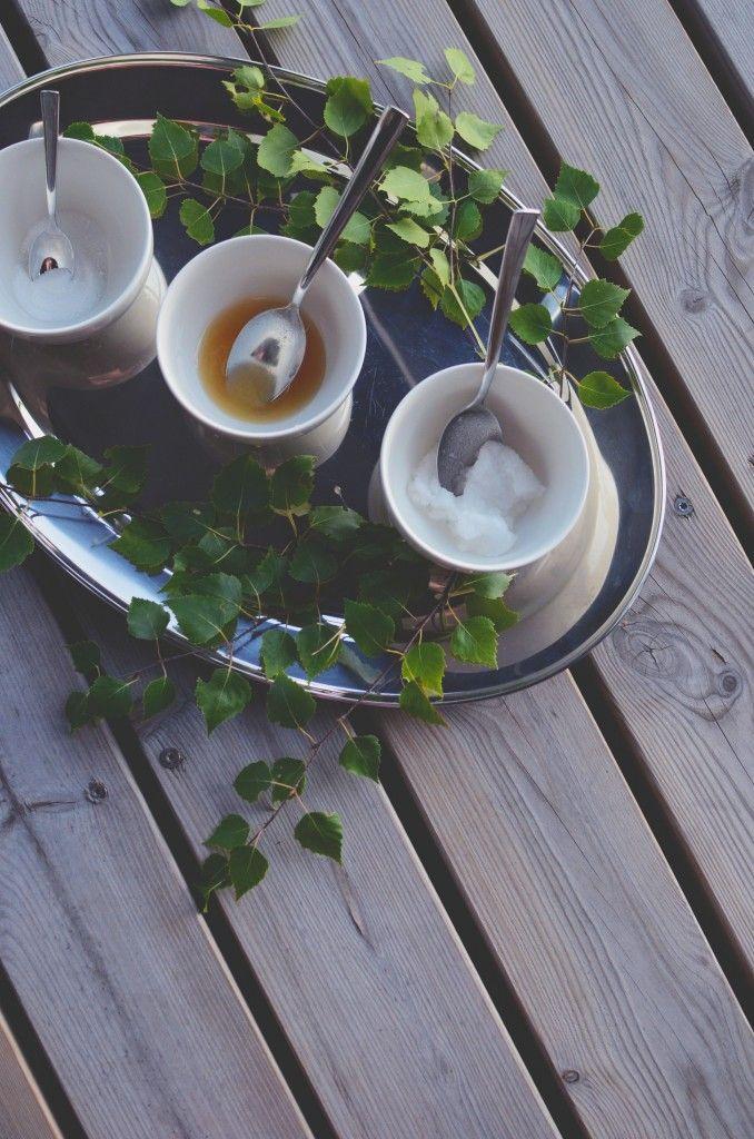 DIY moisturizing body scrub with honey & coconut oil
