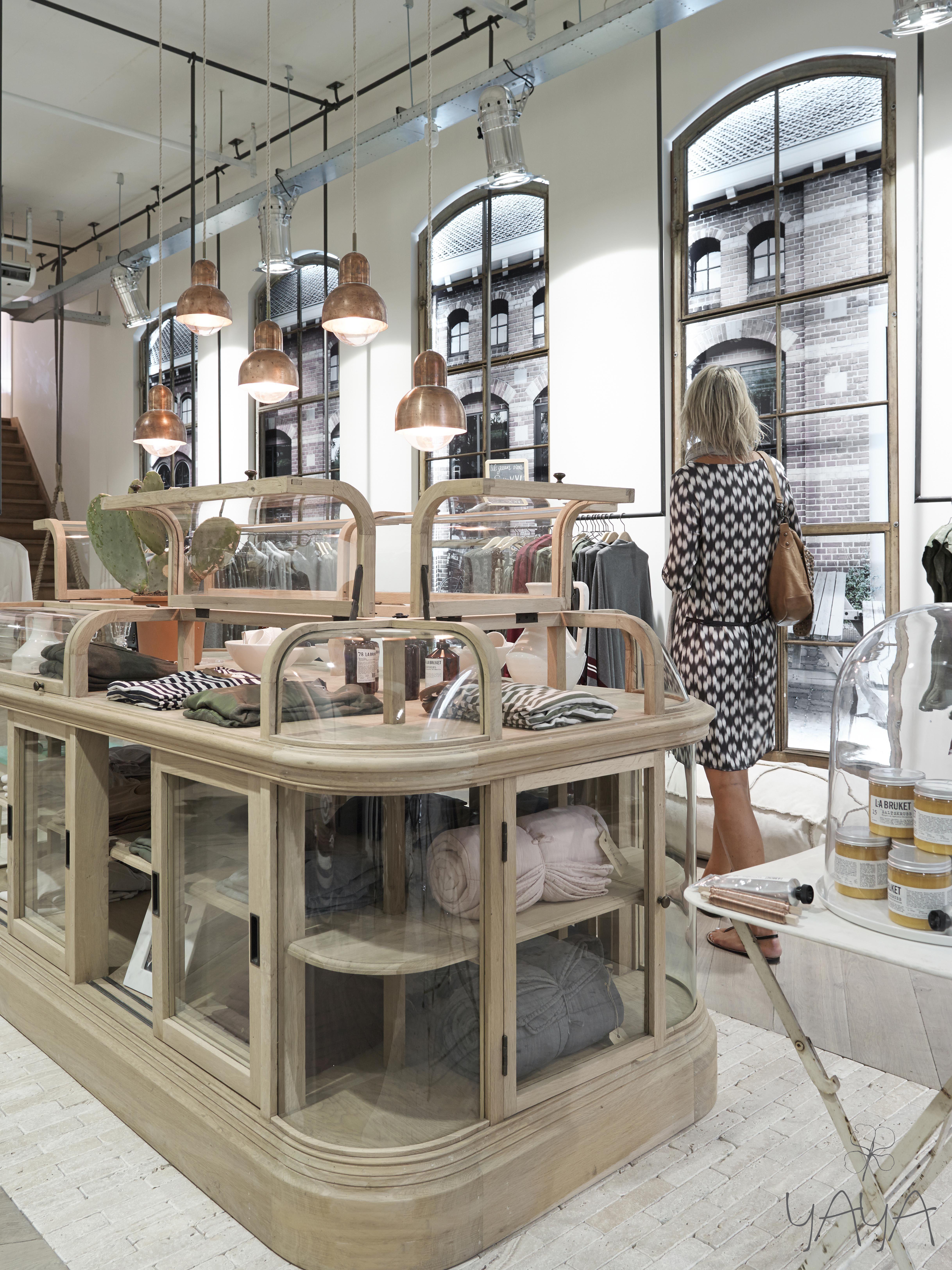 yaya concept store amstelveen winkeluitstallingen etalages winkel interieurontwerp winkel etalages winkel interieur