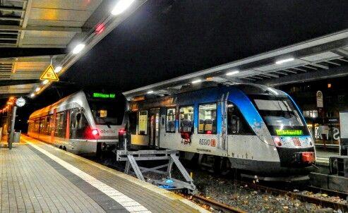 #Iserlohn #Bahnhof #Nachtaufnahme #Bahnsteig #Strassenfotografie #streetphotography