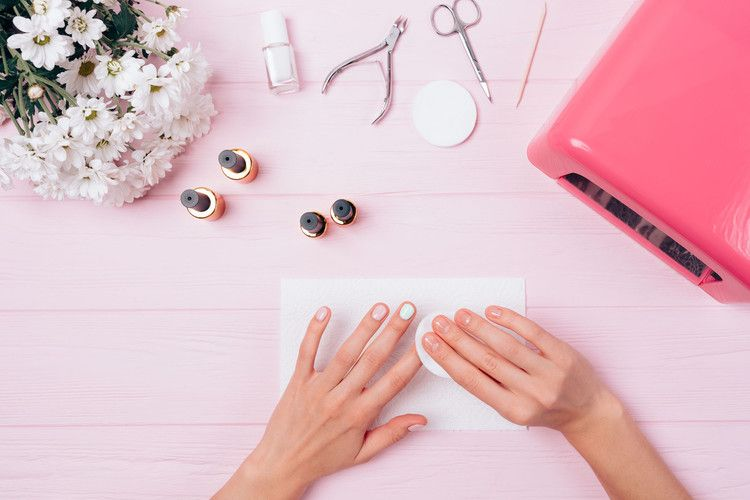 How to remove gel nail polish at homewithout ruining your