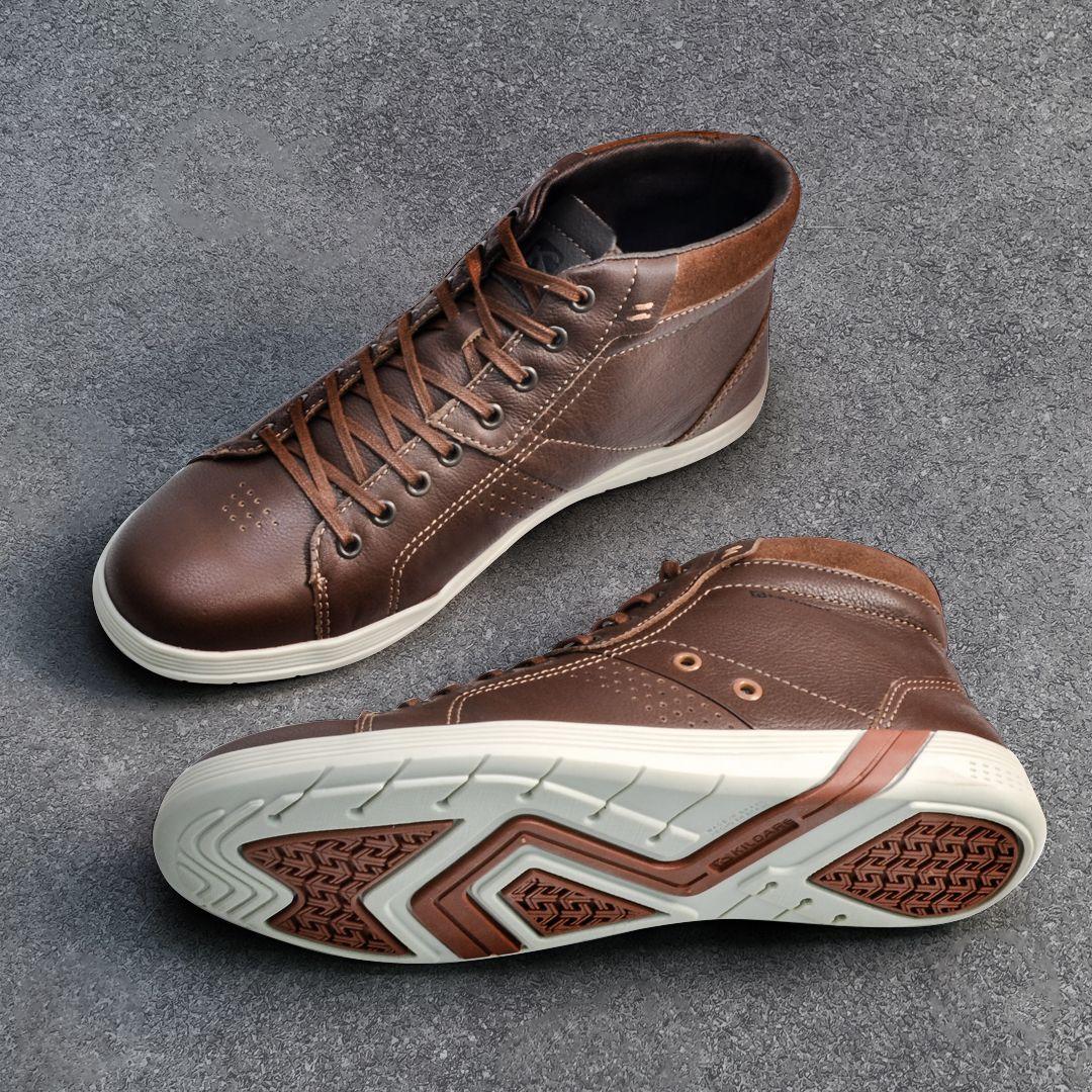 60373d0f0 Aposte no sapatênis de cano alto para um visual mais estiloso!REF.: RU8300