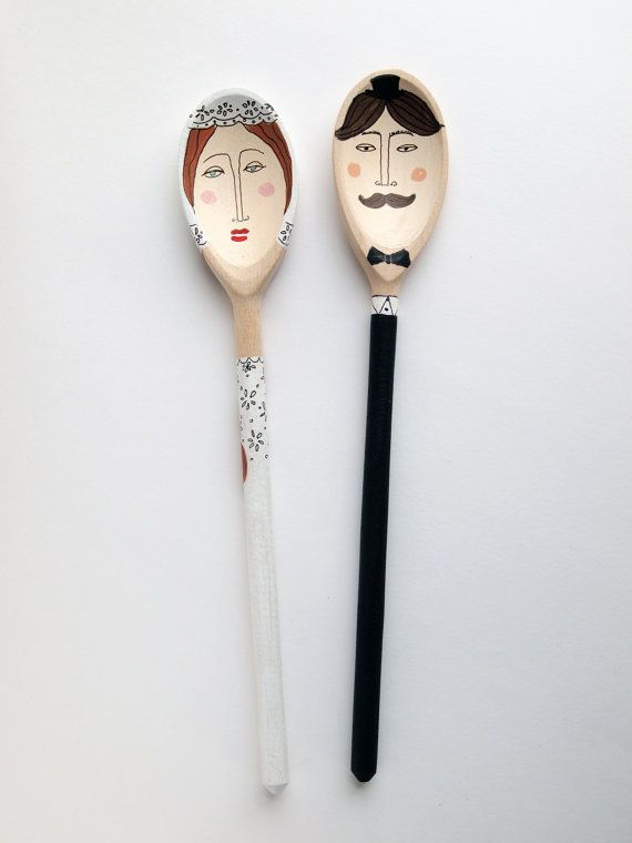 Bride and Groom Hand Painted Wooden Spoons por RabbitHoleCorner