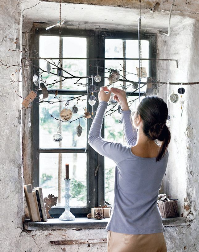20 Ways to Deck Out Your Windows for the Holidays via Brit + Co