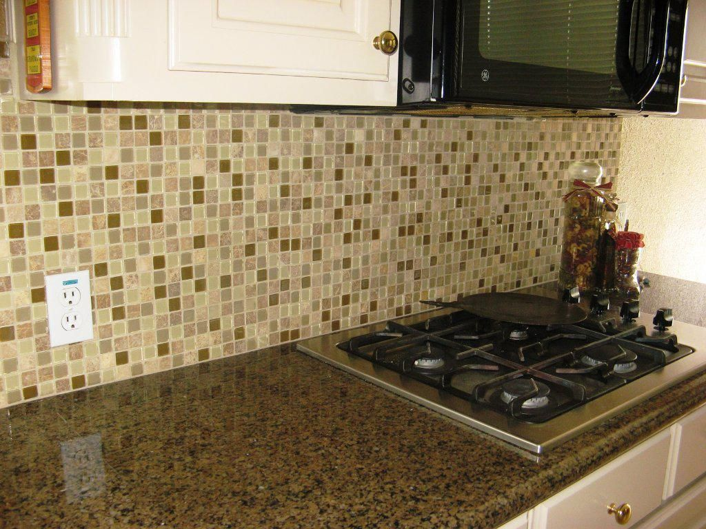 Beautiful Kitchen Backsplash Tiles Ideas and Pictures - http://home.blushblubar.com/beautiful-kitchen-backsplash-tiles-ideas-and-pictures/ : #KitchenDecor Kitchen backsplash tiles have always been very popular as very best ideas to create astonishing centerpiece at high value of beauty, elegance as well durability. You can check on this post for kitchen backsplash pictures so that able to inspire when choosing beautiful kitchen backsplash in tile...