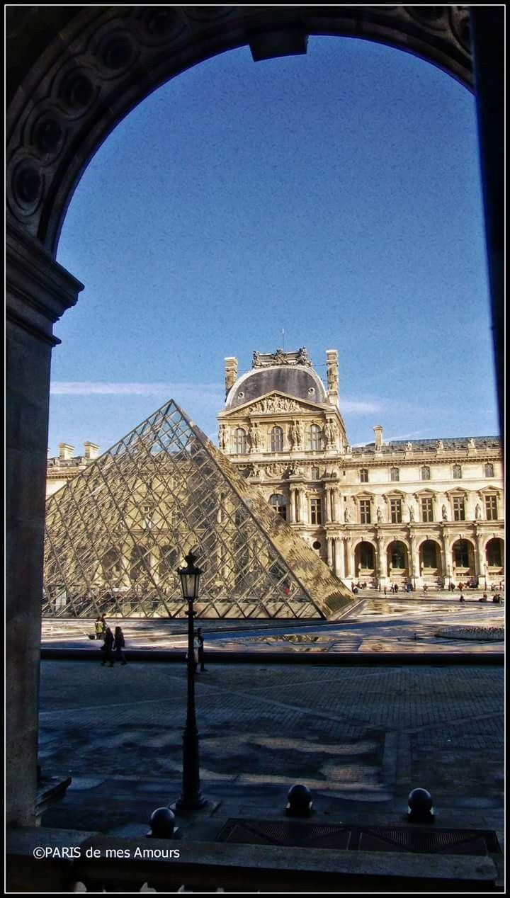 Paris de mes Amours La Pyramide du Louvre vue de l\'intérieur du ...