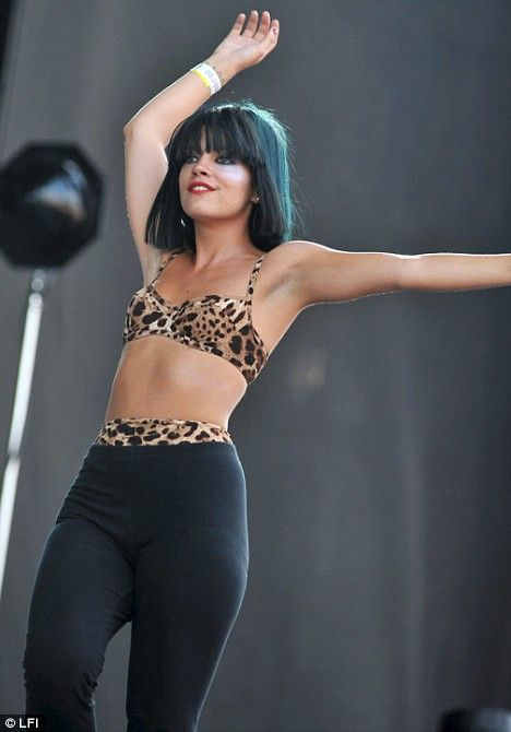 3bc066418371 Lily Allen flaunts her new slim-line look as she performs in a ...
