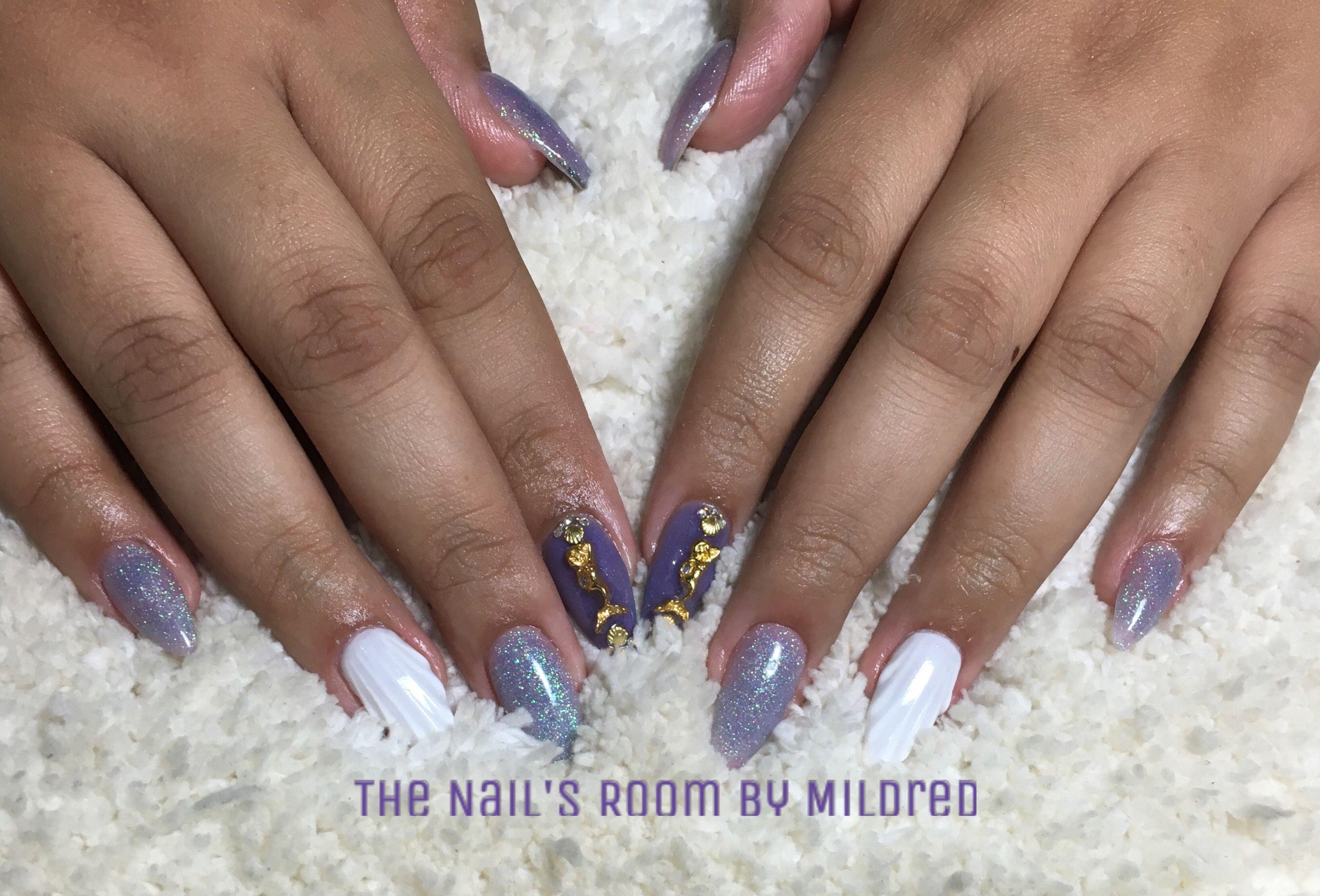 Lets enjoy summer a little longer 🤗 @youngnailsinc powders, white kaleidoscope gel and finish gel, custom glitter mix by me. #thenailsroom Simple two tone with 3d flowers💗 #thenailsroom #uñas #uñasacrilicas #uñasdecoradas #nails #acrylicnails #almondnails #whitenails pueplenails #claws #mermaid #summernails #gel #alloy #crystals #yn #cute #nailporn #nailpro #nailpromote #nailprodigy #nailpromagazine #nailsmagazine #nailsofinstagram #instanails #NAILDIT💅
